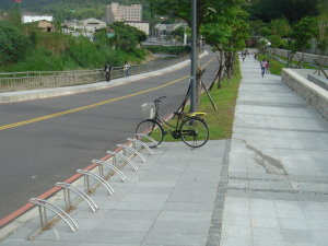 自行车停车位图片